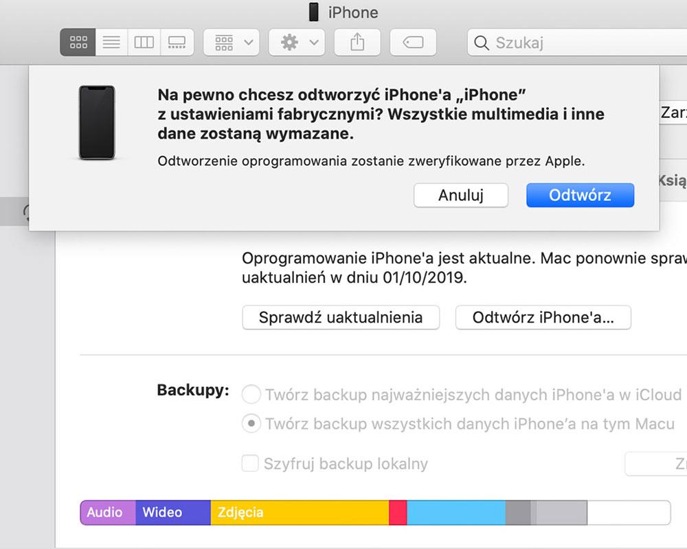 Przywracanie iPhone do ustawień fabrycznych przez MacBooka