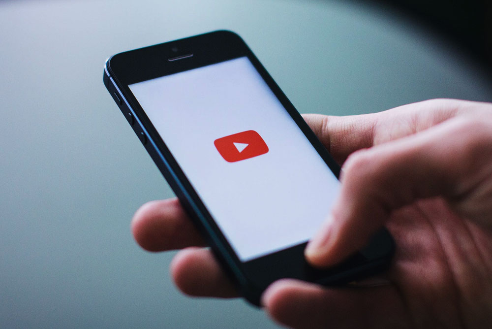 YouTube na telefon