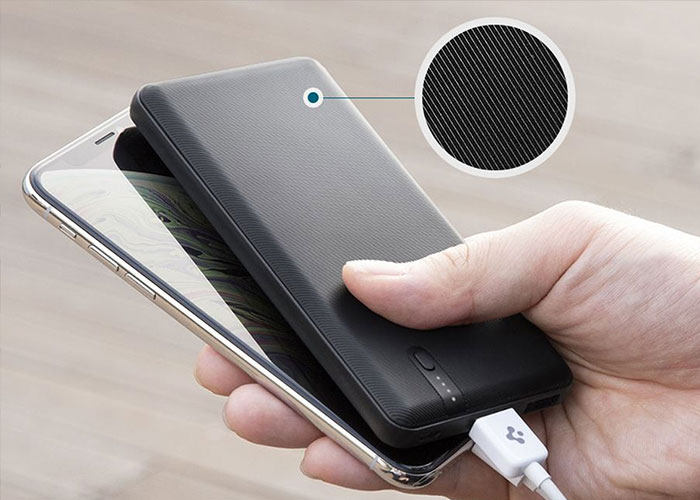 Spigen Power Bank Essential F711D